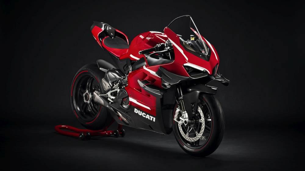 Ducati Panigale V4 szemből